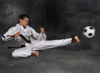 A lezione di karate sul campo da calcio!